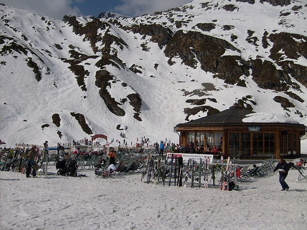 800px-skizentrum kitzsteinhorn_in_2011__3_