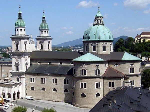 799px-salzburg cathedral_as_seen_from_festungsgasse